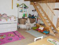 Habitación infantil con buahrdilla casa rural pequeño Huésped
